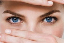 Cắt mí mắt có đau không, có ảnh hưởng thị lực không?