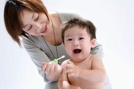 Bí quyết chăm sóc răng miệng cho con của phụ nữ Nhật Bản